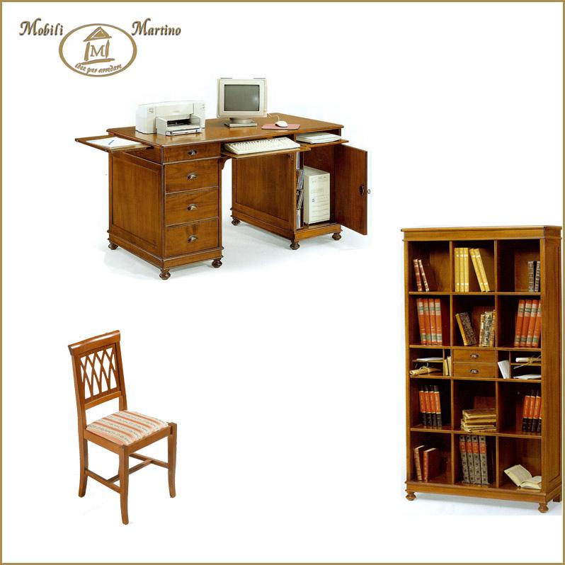 Ufficio classico scrittoio arte povera libreria alta e sedia ...